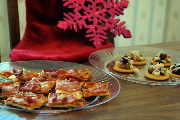 Delicious Thanksgiving Appetizer - Grilled Pizza Bites