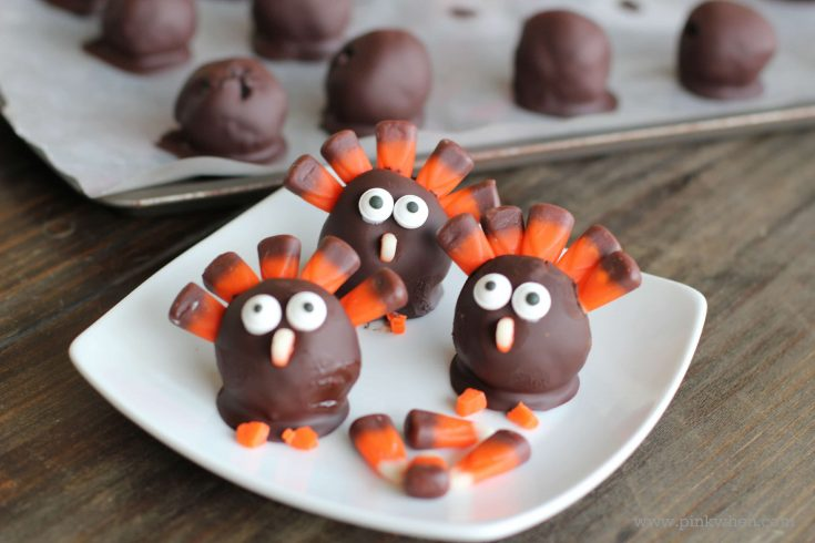 How to Make OREO Turkeys for Thanksgiving - Cute Thanksgiving Desserts